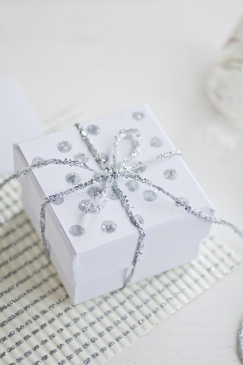 winter glitter dots gift wrap // #anastasiamariecards