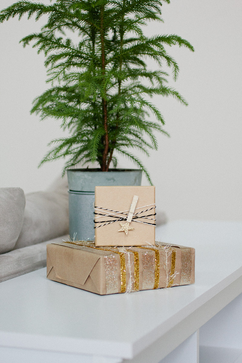 gift wrap: golden star via Anastasia Marie
